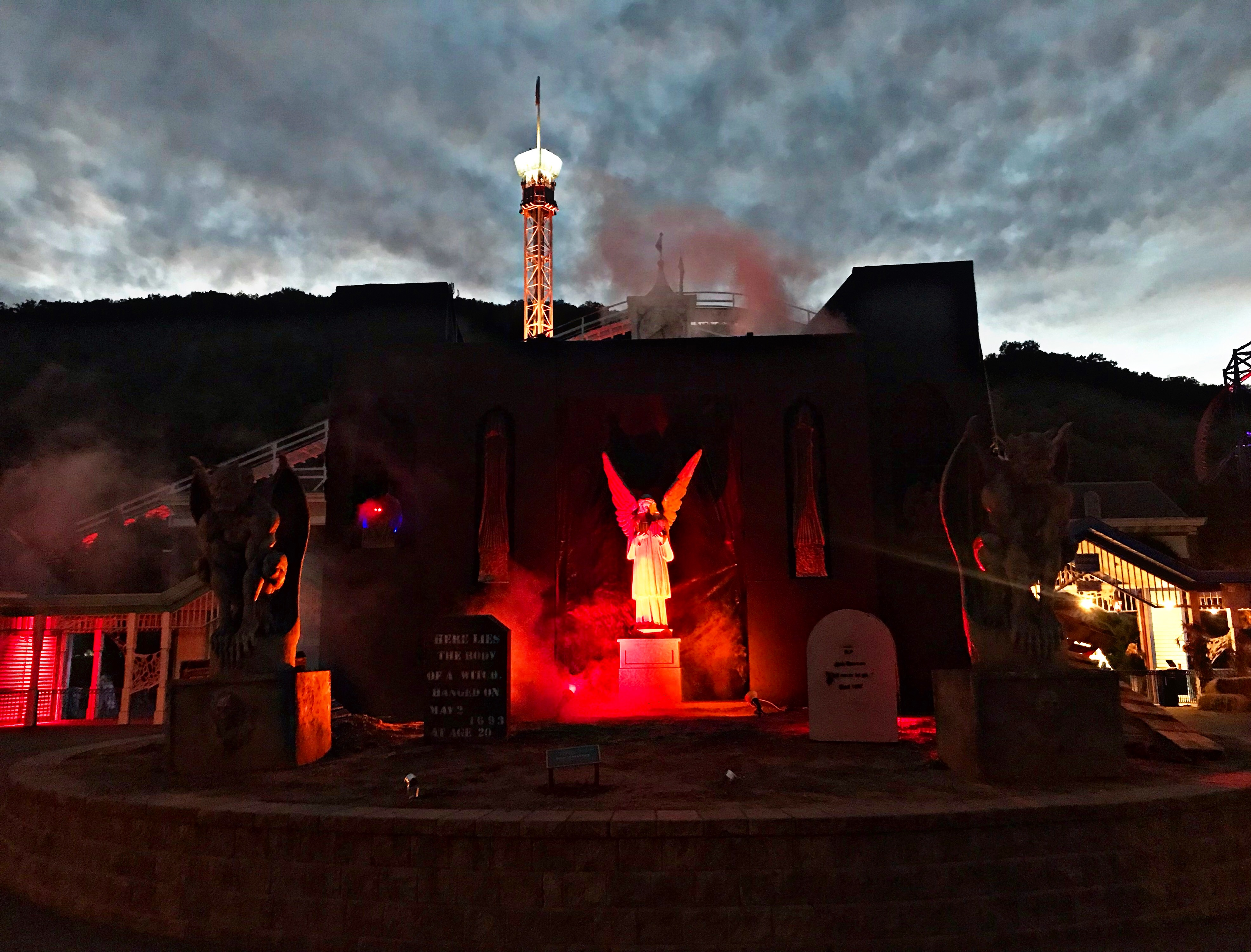 Great Escape: Haunted Graveyard at Lake Compounce