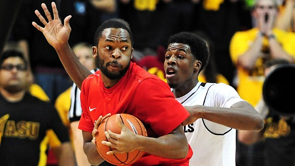 Men's Basketball Falls to Vermont