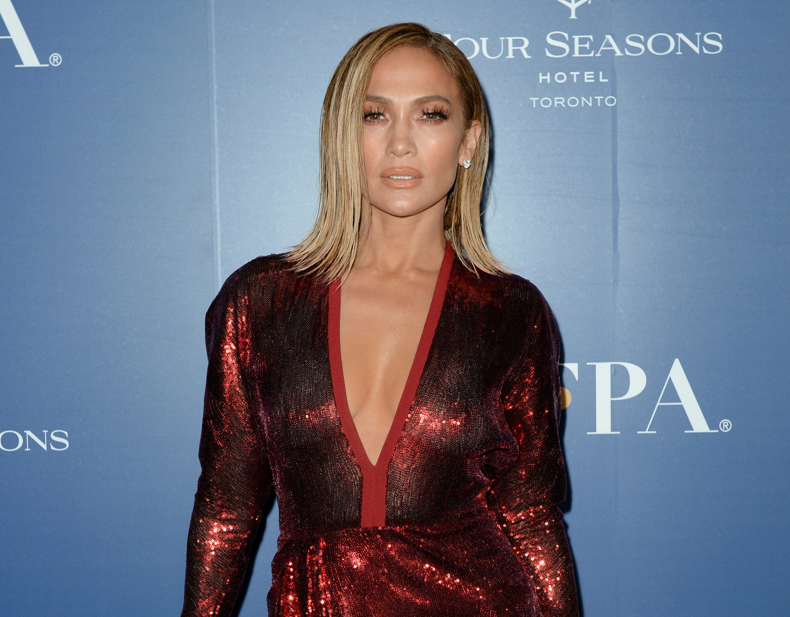Jennifer Lopez sued by photographer